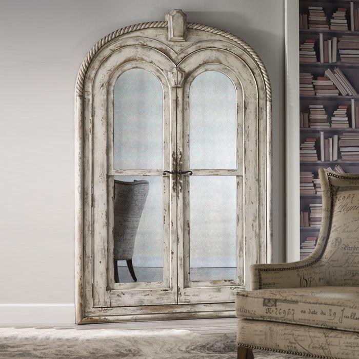 10 espejos la brillante vanidad for Espejos con puertas viejas