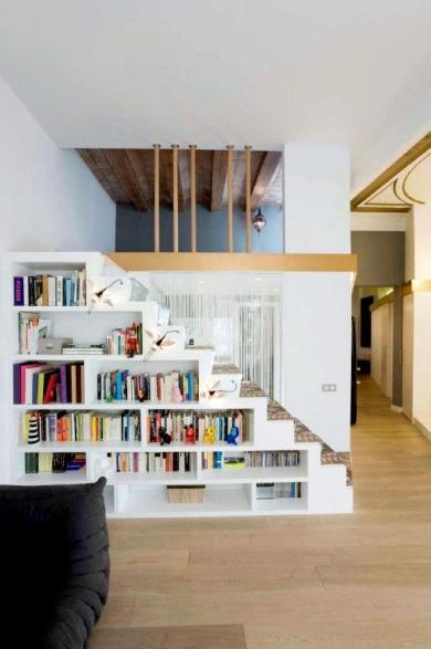 Bajo la escalera