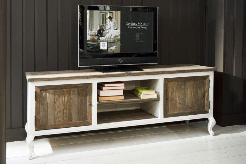 Mueble de tv clásico con puertas rústicas