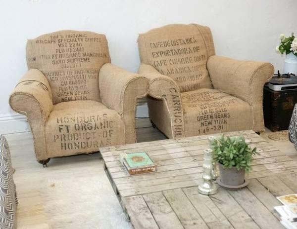 Con sacos de café, se han tapizado esta pareja de sillones