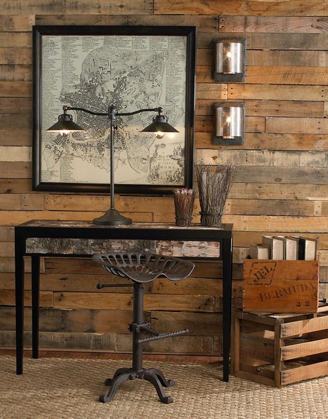 Pared de madera reciclada, y muebles de estilo industrial.