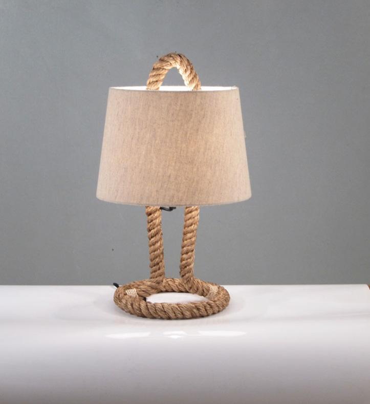Lámpara de mesa,con pie de cuerda.
