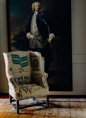 Con sacos de café brasileño, se tapizó este sillón orejero