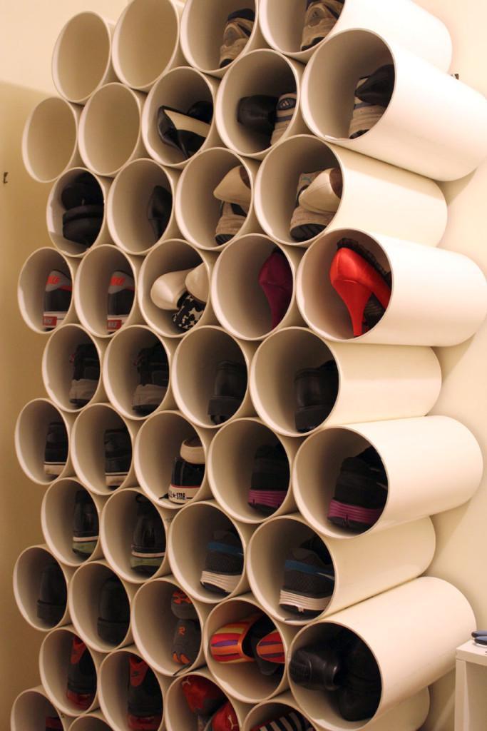 Zapatero con tubos de PVC.