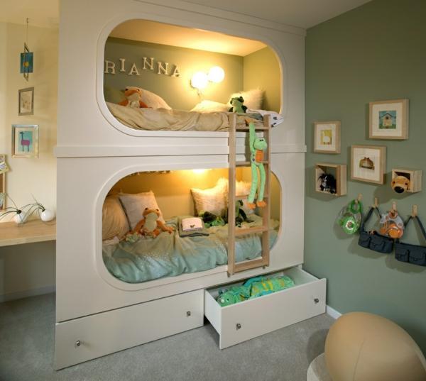 Habitación infantil, con original litera