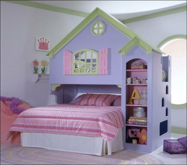 Habitación infantil, como una casa de muñecas con dos camas