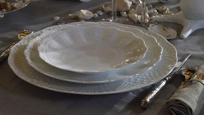 Vajillas el arte de vestir la mesa for Vajillas blancas modernas