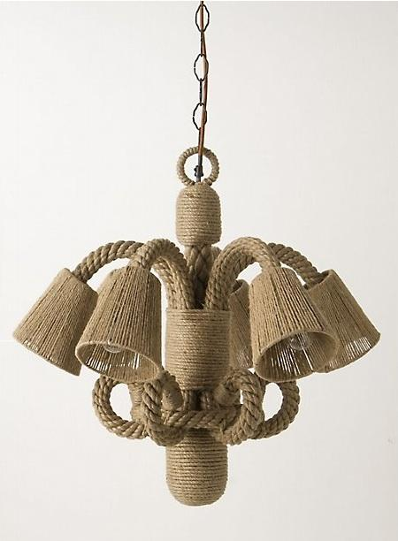 Lámpara de techo con tulipas y anillas de cuerda.