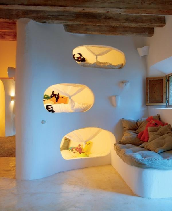 Habitación industrial, rústica y con cuevas donde dormir