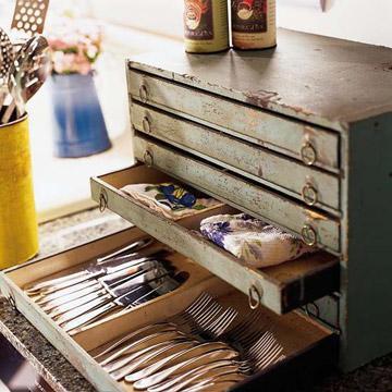 Mueble archivador, como cubertero.