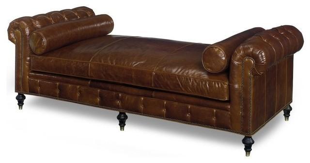 Chaise longue de piel marrón, con capitoné.