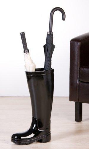 De cerámica, con forma de botas de agua.