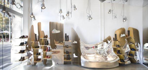 Minimal y formas curvas en una boutique.