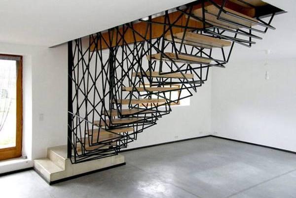 estructura de varillas de metal y madera
