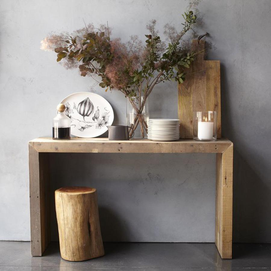 De madera con formas simples.