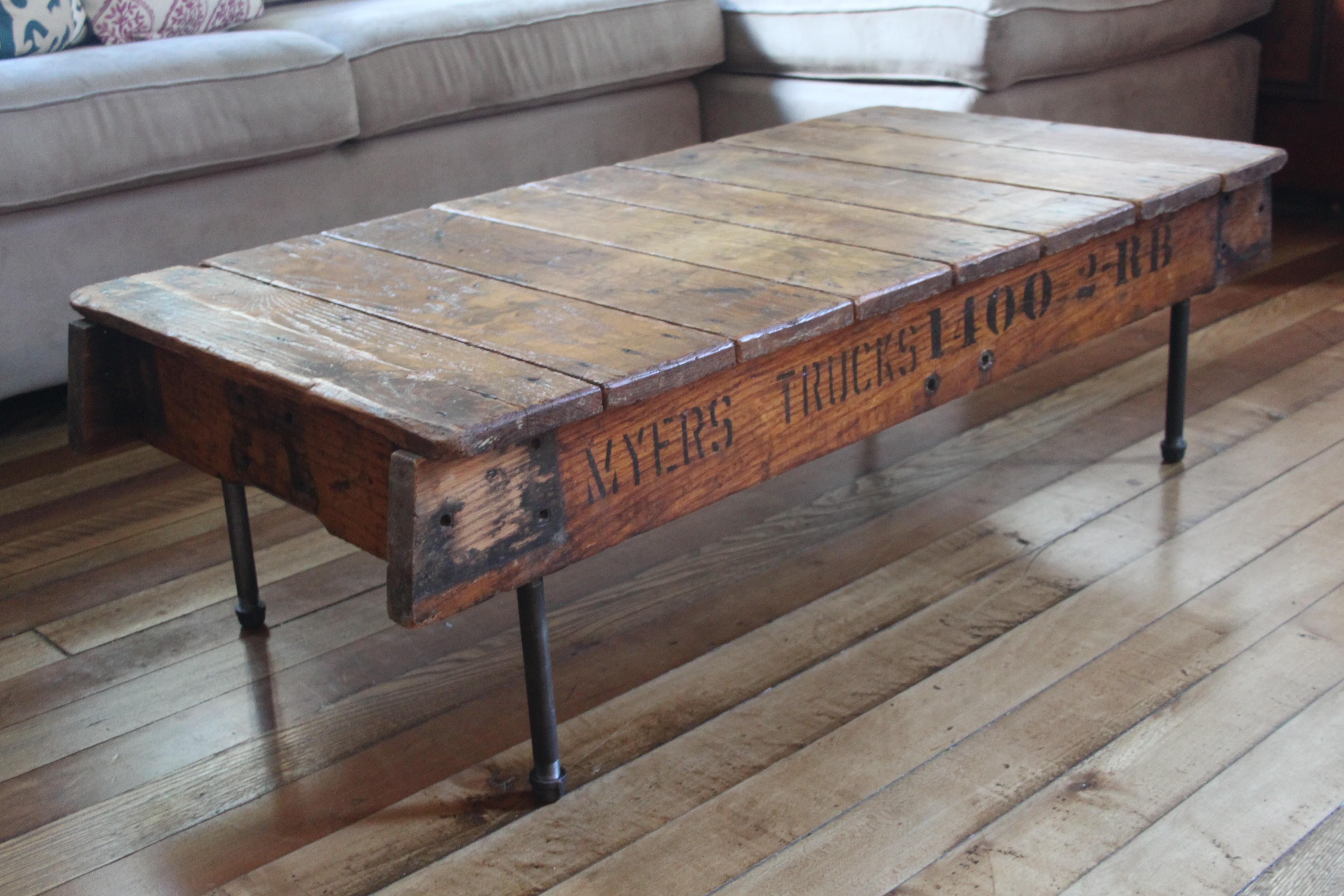 Mesas de madera reciclada for Cosas hechas de madera