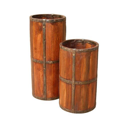 Rústico de madera y metal.