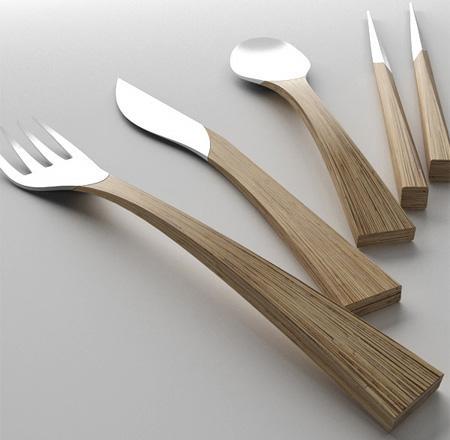 Modelo contemporáneo, en madera y acero inoxidable.