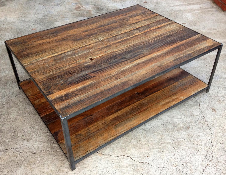 Mesas de madera reciclada for Bar con madera reciclada