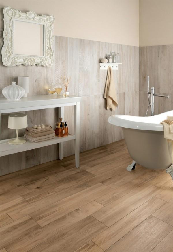 Baños,con suelos de imitación madera.