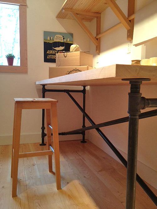 Práctico y sencillo diseño de mesa de trabajo.