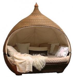 Original cama para el exterior, de fibras naturales.