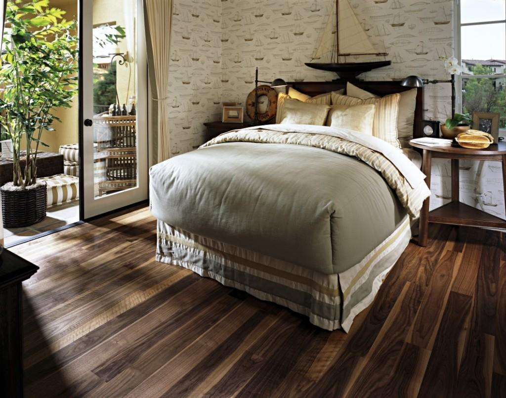 Dormitorio, con suelo cerámico.