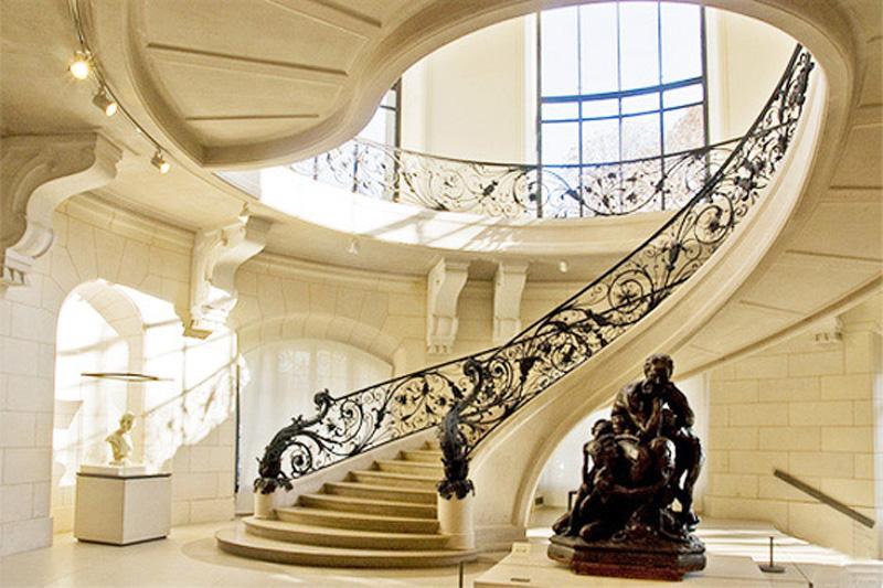 Diseño barroco para esta escalera clásica.