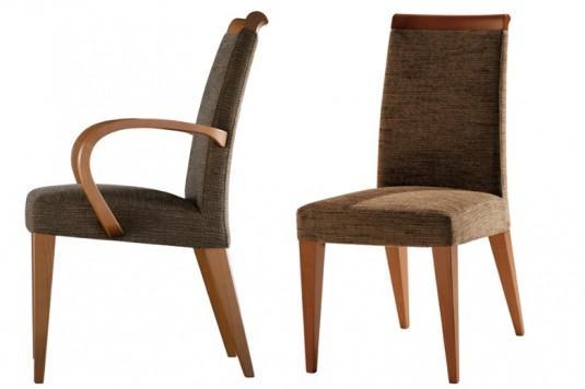 Modernas silla y sillón con patas de madera.