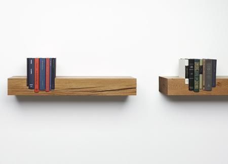Bloque de madera con huecos tallados.