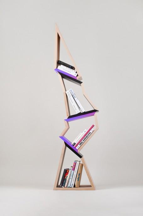 Estantería, de madera con diseño en equilibrio.