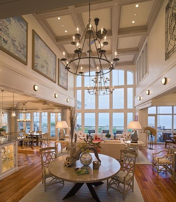 Un enorme salón comedor con vistas.
