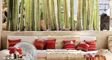 marvellous-outdoor-casual-playful-patio-design-moroccan-rugs-throw-pillows-moroccan-patios-courtyards-ideas-moroccan-patios-courtyards-ideas