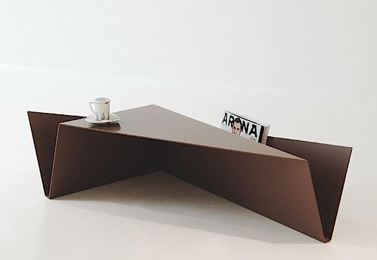 Modelo fabricado con una plancha de metal plegado.