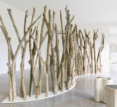 24 interesantes formas de decorar con troncos for Claustra interieur en verre