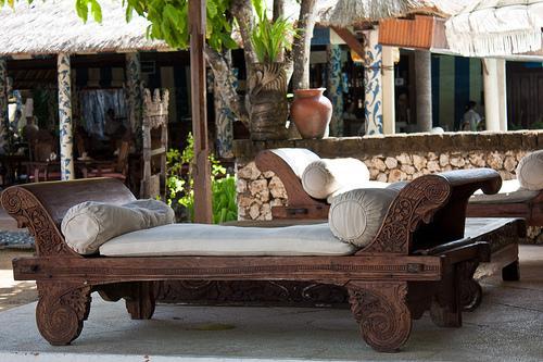 divanes de teca tallada de origen balins