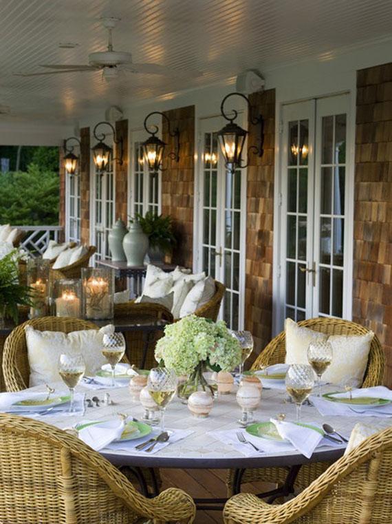 Zona de salón y comedor, en un amplio porche.