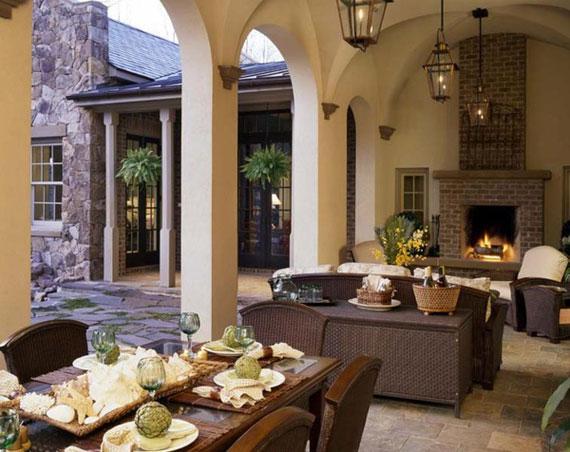 Comedor y salón con chimenea todo en uno.