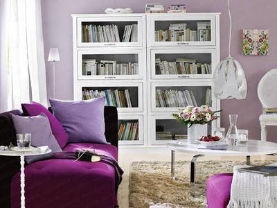 Blanco y gama de violetas.
