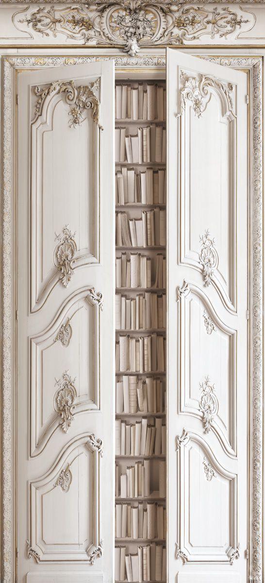 Puertas barrocas de una biblioteca.