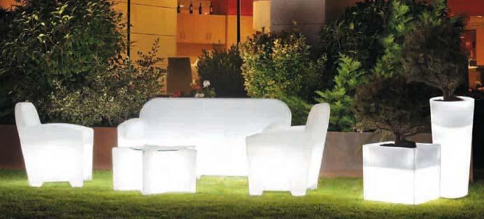 Mobiliario de jardín con luz.