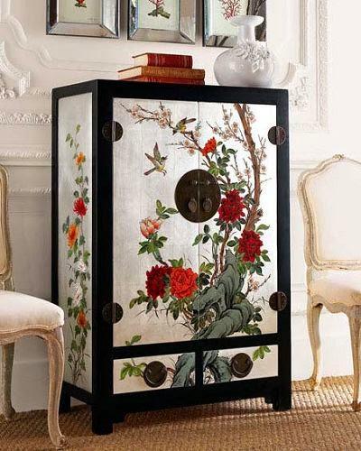 Con motivos florales en laca china.