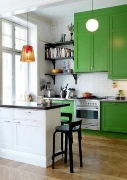 Colores verde, blanco y negro en la cocina.