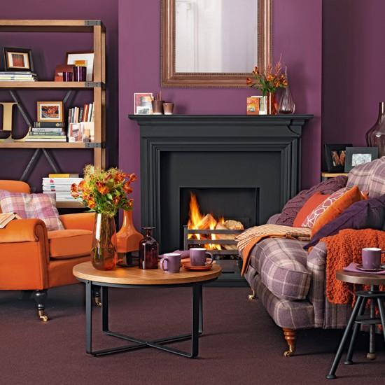Combinado con naranja en un ambiente clásico renovado.