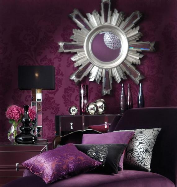 Moderno rincón en violeta rojizo, negro y plata.