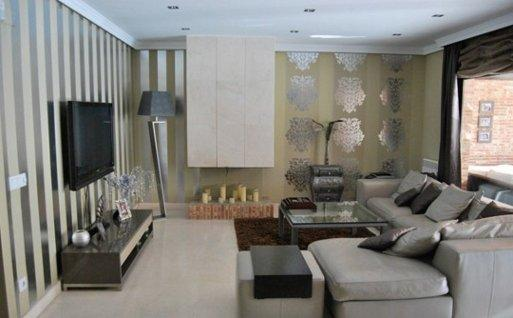 Plata para las paredes for Cortinas plateadas salon