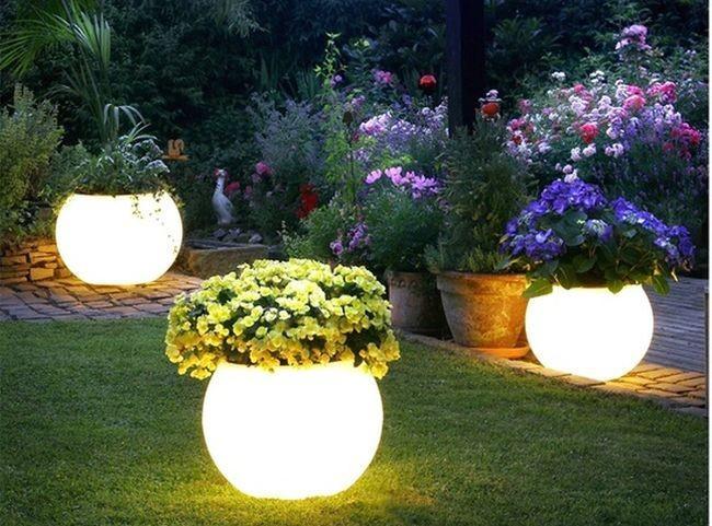 Maceteros con iluminación interior.