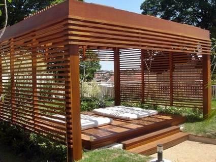 Una estructura de madera moderna.