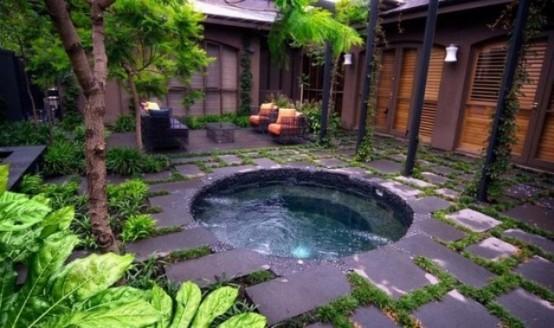 Hidromasajes de exterior for Como hacer un cubre piscinas