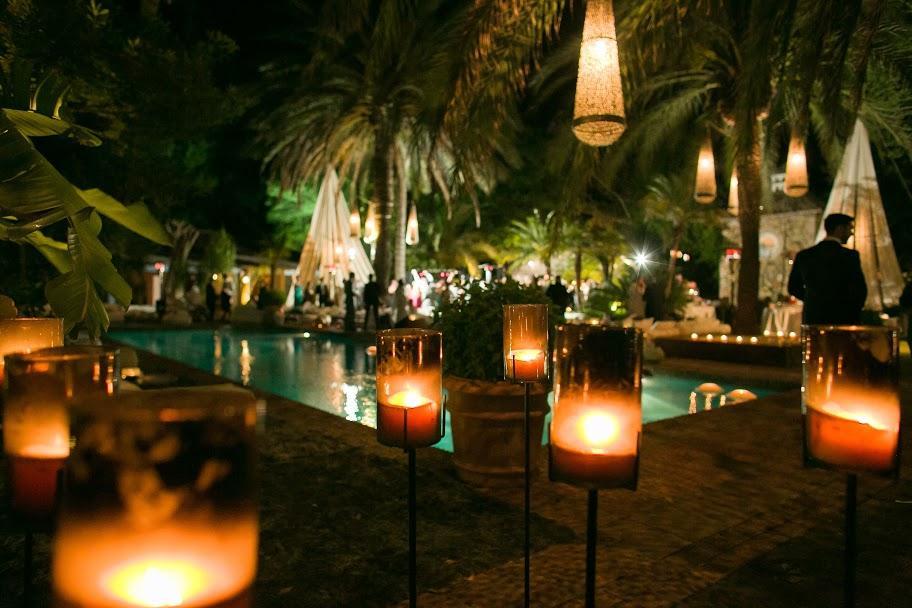 Iluminar una fiesta en el jard n for Decoracion fiesta jardin noche